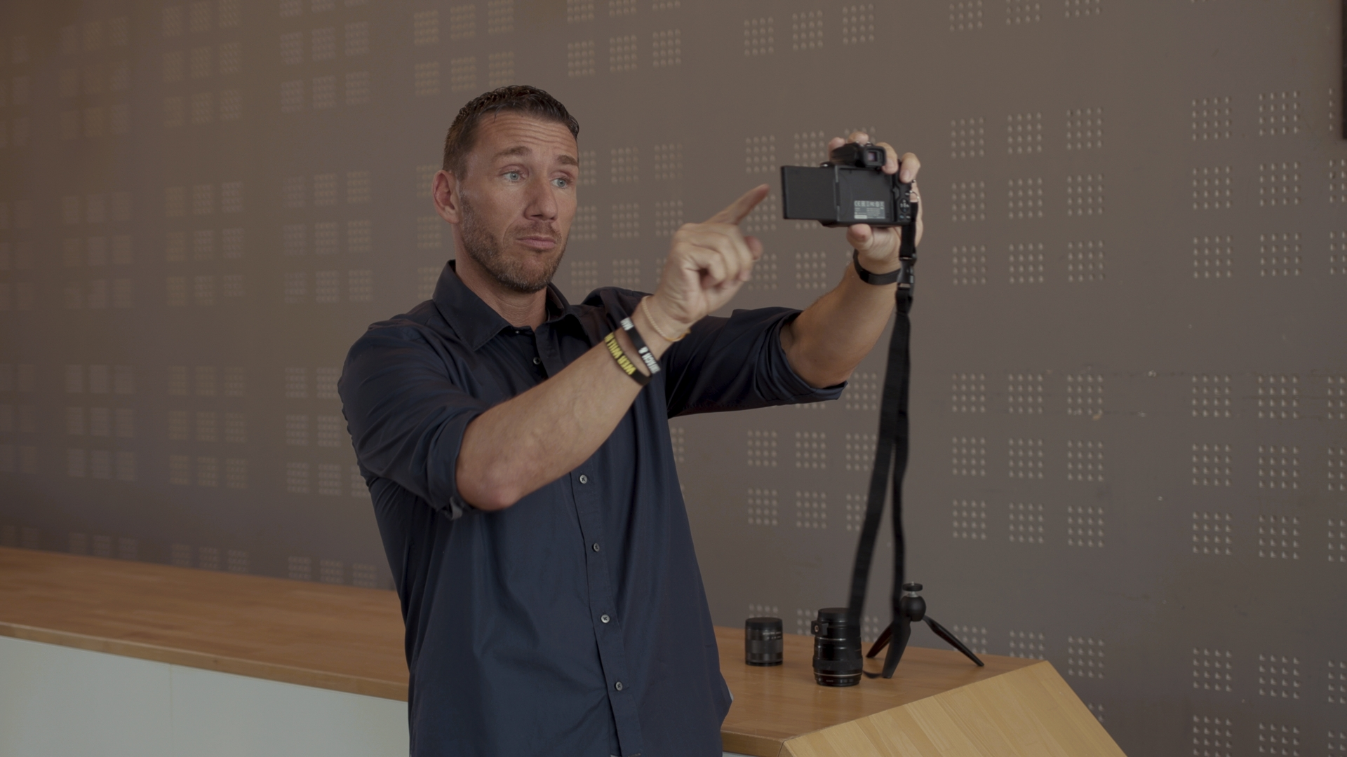 Calvin Hollywood EOS M50 Selfie