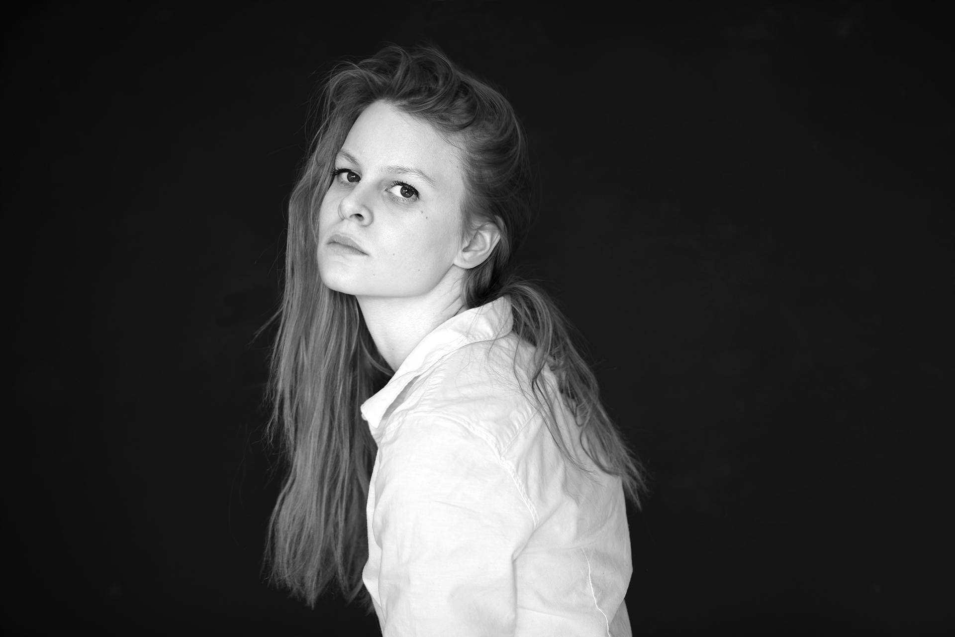 Kreative S/W Portraits mit Available Light - Canon Academy Portrait