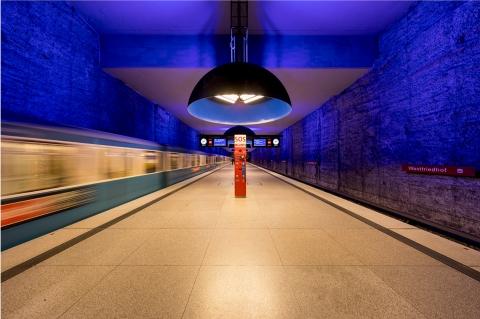 Münchens U-Bahnhöfe bei Nacht - Canon Academy Architektur